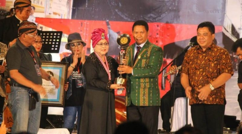 Dua Perempuan Solo Meraih Penghargaan LEMBAGA PRESTASI INDONESIA DUNIA LEPRID