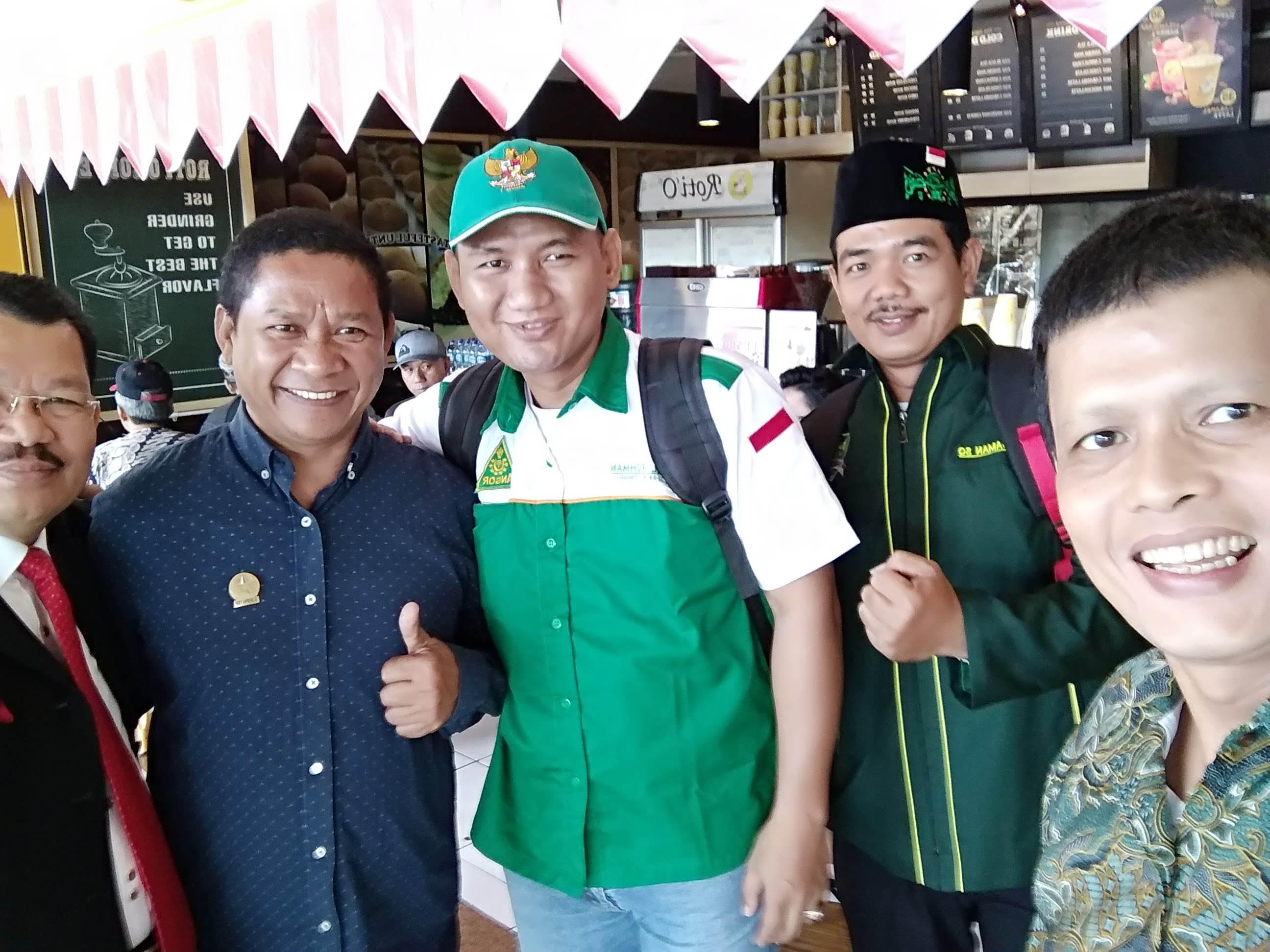 Muhammad Idham Azhari dan KOMPASSERS Nusantara rehat sebentar di Bandara Juanda